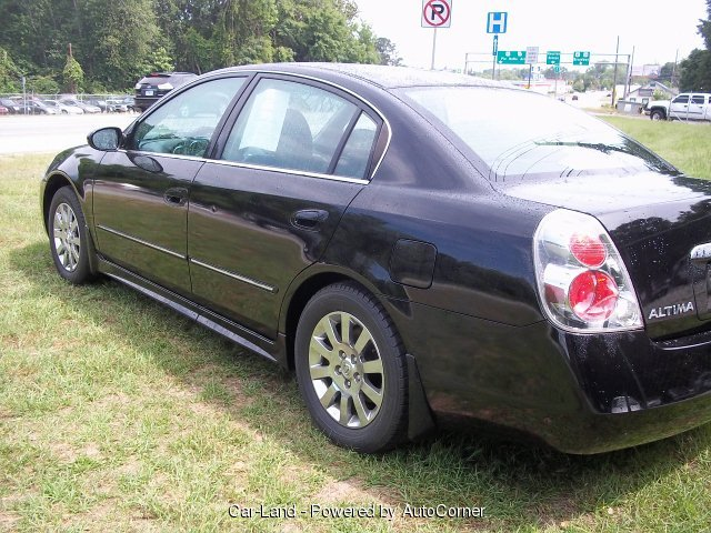 2005 Nissan Altima 4-Door Sedan 2.5